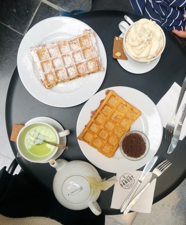 maison dandoy brussels, where to get belgium waffles in brussels